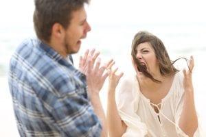 להתפרץ בכעס על בן הזוג
